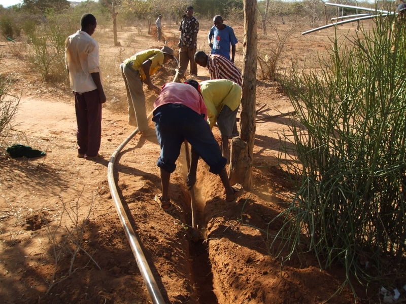 Mang'elete Pipeline - laying pipes (2)