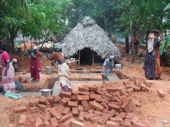 Irula_villagers_building_new_homes