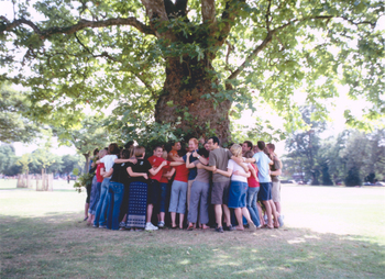 0704_group_hugging_tree
