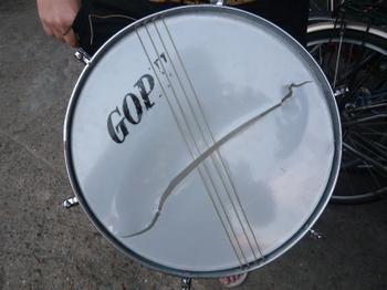 Broken_drum_2